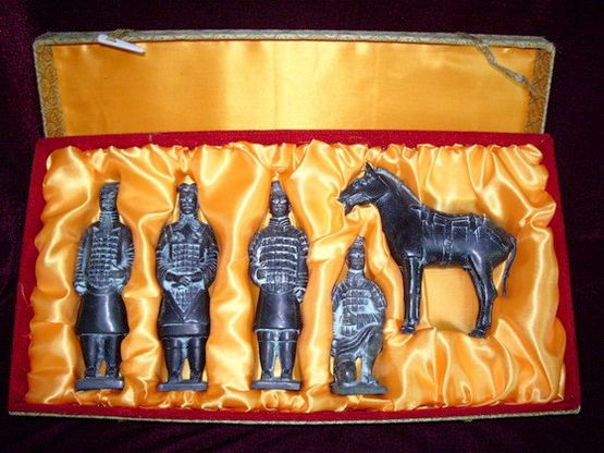Replicas_of_the_Terracotta_Warriors_and_Horses.jpg