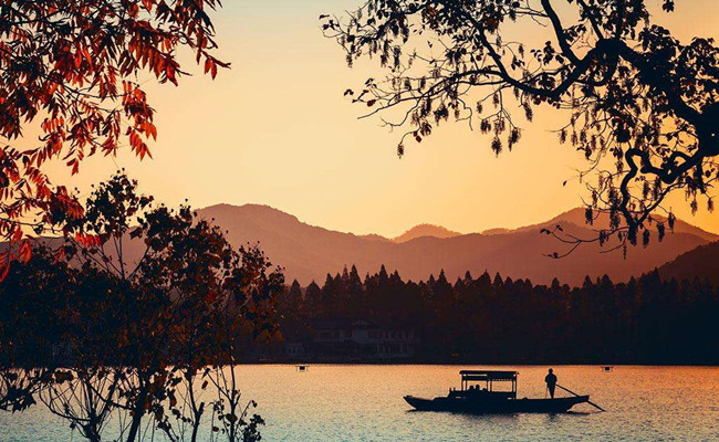 Hangzhou_autumn_view.jpg