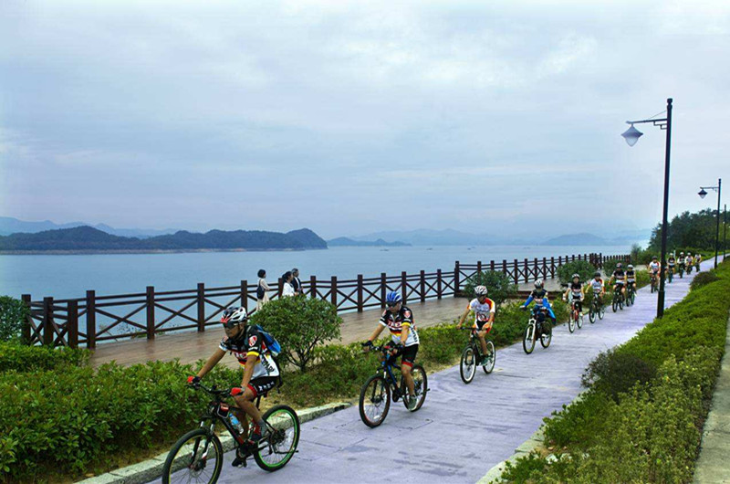 Thousands_island_lake_hangzhou.jpg